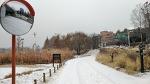 눈오는 거리를 그저 묵묵히 시간을 들여 뛰어간다.