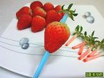 빨대 하나로 딸기 꼭지 제거하는 초간단 팁
