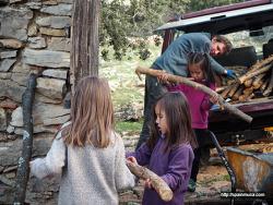 한국 선녀와 스페인 나무꾼의 아이들과 장작