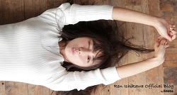Jgirls. 슬랜더 몸매의 일본배우 Ishikawa Ren