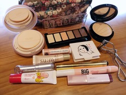 What's in my make-up pouch :)