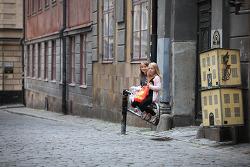 스웨덴 스톡흘름 여행: 감라스탄 골목길의 아이
