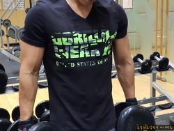 웨이24 새크라멘토 브이넥 티셔츠 착용샷