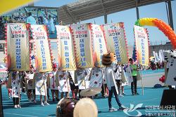 인천 아시아드주경기장에서 제29회 구민의날행사가 열렸어요.
