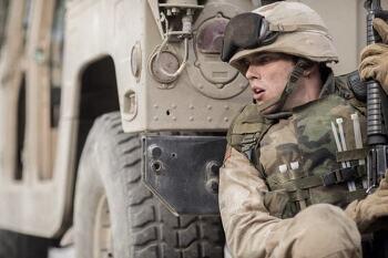 영화 '샌드 캐슬 Sand Castle, 2017', 니콜라스 홀트의 부끄러운 전쟁