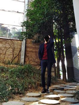 남자 네이비 롱코트 코디 [마인드브릿지] 코트 : 남자 더블코트 코디 with 남자 와인색 니트 코디