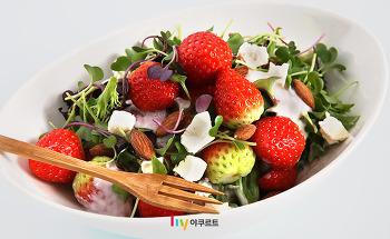 [혼밥레시피] 제철 딸기와 만난 슈퍼100, 요거트 딸기샐러드