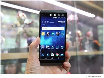 LG Q8 놀라운 방수, 세컨드스크린 탑재한 Q8 스펙 벤치마크 후기