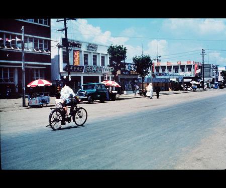 1968년의 안양읍내 새시장입구 안양로 풍경