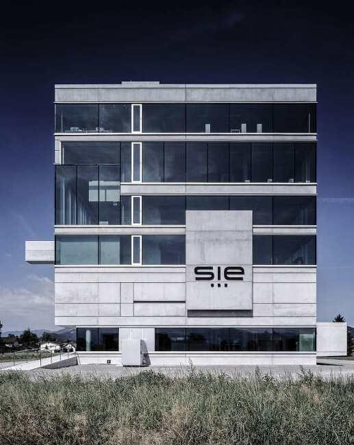*다중사용 레벨로 계층구조를 강조한 건물-[ MARTE.MARTE ARCHITEKTEN ] SIE HEADQUARTER