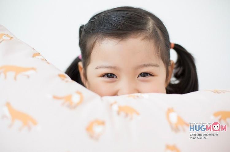 [아동심리치료] 허그맘에서 알려드리는 두 아이 양육방법