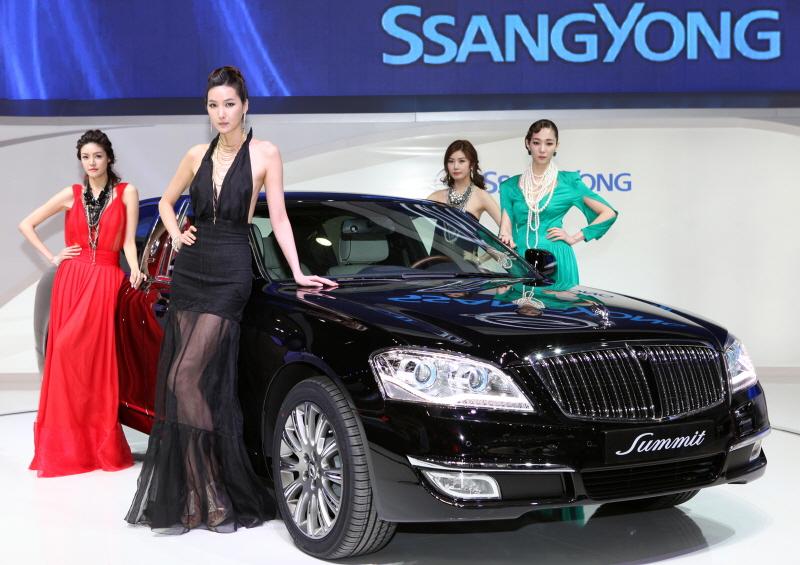 쌍용차, 서울모터쇼에서 '체어맨 W Summit' 공식 출시2