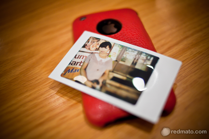 호련 폴라로이드 사진, 그리고 빨간 케이스의 아이폰