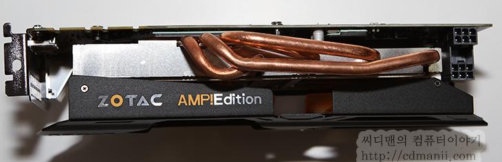 ZOTAC GTX680 AMP Edition, ZOTAC, 조텍, 조탁, GTX680, 그래픽카드, 고성능, 전력, 3DMARK11, 소음, 측정, 벤치마크, 배틀필드3, 배틀필드3 그래픽카드, IT, 리뷰, 후기, 사용기, 사용, CUDA, 괴물, 디테일샷, 3베이, 공간, 크기,ZOTAC GTX680 AMP Edition를 사용 하고 있습니다. GTX690 아래에 있는 아직까지는 상당히 고사양의 그래픽카드 중 하나인데요. 가격은 예전보다는 약간은 떨어졌긴 하네요.  ZOTAC GTX680 AMP Edition는 1536 CUDA Cores를 가지고 있고 DirectX 11을 지원하며 최대전력은 210W를 사용하는 좀 전기많이 먹는 성능 좋은 그래픽카드 입니다. 물론 ZOTAC GTX680 AMP Edition은 GPU Boost를 지원해서 기본 베이스 클럭보다 좀 더 높은 클럭에서 동작하게 되어있습니다. 물론 게임과 같이 부하를 걸지 않은 상태에서는 클럭을 낮춰서 전력을 아주 낮게 사용하게 됩니다. 히트파이프는 4개가 사용되었고 팬은 2개가 사용되었습니다. 비레퍼런스 쿨러를 사용해서인지 쿨링성능은 괜찮은 편입니다. 소음도 생각보다는 조금 있는 편이네요. 이건 아래에서 자세히