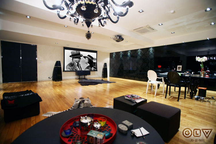 [Private Theater] 세련된 오피스 Media Room - 디자인너 박윤수님 사무를 보는 공간에서 엔터테인먼트의 장으로의 변신