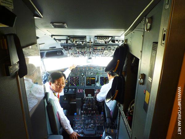 티웨이항공 B737-800 항공기 조종실