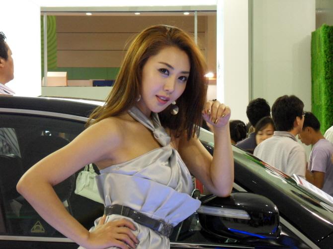 월드IT쇼 WIS2009의 레이싱걸, 황시내