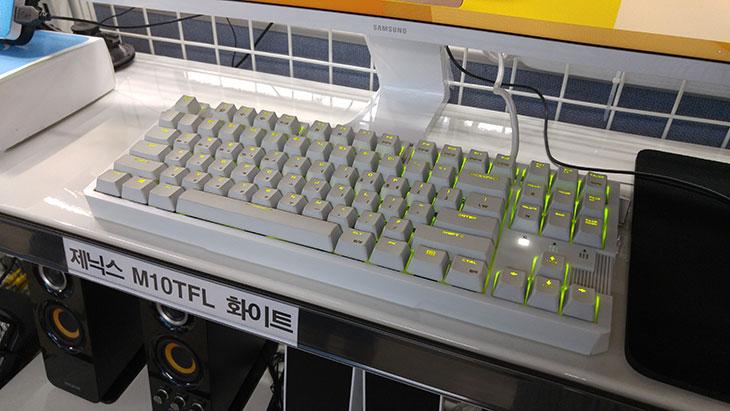 조이젠 서포터즈 1기, 시작 ,컴퓨터 조립,조이젠,joyzen,joyzen.co.kr,IT,IT 제품리뷰,컴퓨터 조립 영상,조이젠 서포터즈,조이젠 서포터즈 1기 참여 및 시작을 했습니다. 컴퓨터 조립은 저에게 있어서는 빼놓을 수 없는 부분이기도 한데요. 제 블로그가 그래도 컴퓨터  블로그이니까요. 컴퓨터에 대한 각종 질문 답변과 지식이 될만한 정보는 참 많이 적어왔다고 생각합니다. 그런 이유로 조이젠 서포터즈 1기에 뽑히지 않았나 생각해봅니다. 조이젠은 컴퓨터 쇼핑몰 입니다. 컴퓨터를 구매하시려는 분들은 한번은 들러봤을 법한 사이트인데요. 컴퓨터 조립이 과거에 비해서는 조금 시들해진것이 아닌가라고 생각을 할 수 있지만 아직은 게이밍이나 좀 더 고성능의 컴퓨팅 파워를 원하는 분들은 조립을 해서 많이 사용중 입니다. 그리고 또 조립이 워낙 빨리 되고 원하는 사양을 바로 택배로 받을 수 있다보니 미리 조립된 가격이 저렴한 제품을 구매하는 비율도 높죠. 그런데 경쟁은 더 치열해진 것 같습니다. 조이젠 매장을 둘러보면서 바쁘게 조립되어져서 나가는 컴퓨터들을 보니 그런 생각이 들더군요. 직접 들러서 가져가고 하는분은 좀 적지만 온라인으로는 뭔가 치열한 그런 느낌이었습니다.