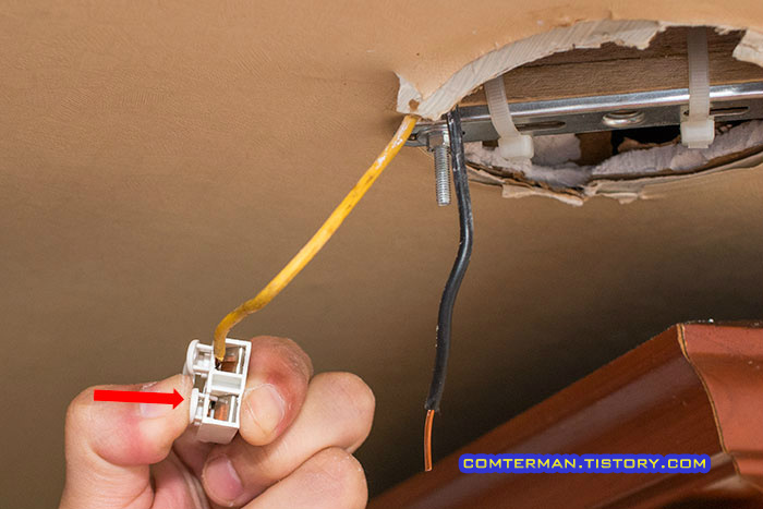 천장 등기구 설치 방법