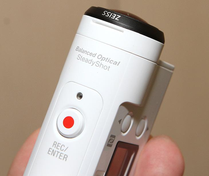 소니 액션캠 ,FDR-X3000 ,BOSS, 광학식 ,손떨림 ,보정, 실제 성능,IT,IT 제품리뷰,4K 메인 캠코더가 있습니다. 근데 보조역할로 사용할 4K 캠코더 준비했습니다. 소니 액션캠 FDR-X3000 BOSS 광학식 손떨림 보정이 되는 제품 인데요. 실제 성능도 간단히 알아볼 것 입니다. 캠코더로 영상 촬영할 때 2개면 좋습니다. 소니 액션캠 FDR-X3000은 화각도 비교적 넓고 4K로 촬영하면서도 손떨림 보정이 가능해서 약간 불안정한 위치에서의 촬영에서도 어느정도 도움을 받을 수 있습니다.