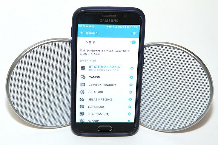 Coms, 2채널 ,블루투스, 스피커, 무선으로, 즐겨라,IT,IT 제품리뷰,실제로 사용해보니 상당히 특이했던 제품 이었는데요. 선이 없고 자유로운 이유로 Bluetooth 를 많이 사용하죠. Coms 2채널 블루투스 스피커는 무선으로 사용할 수 있는데 2개의 스피커를 이용해서 좌우 음 분리까지 가능한 스피커 입니다. 사운드 환경을 무선으로 즐길 수 있습니다. Coms 2채널 블루투스 스피커를 이용하면 노트북이나 태블릿 스마트폰의 사운드를 좀 더 공간감 있게 즐길 수 있습니다. 게다가 디자인도 이쁘고 선이 없어서 뭔가 걸릴 일도 없습니다.