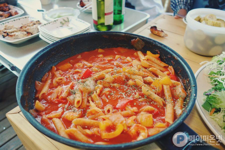 맛있는 토마토 파스타와 직접 만든 상큼한 레몬 오이 피클