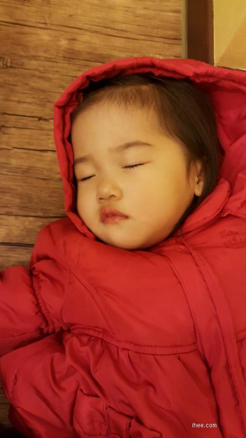 자는 서윤이