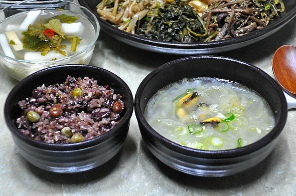 정월대보름 오곡밥과 잘 어울리는 무채 홍합탕