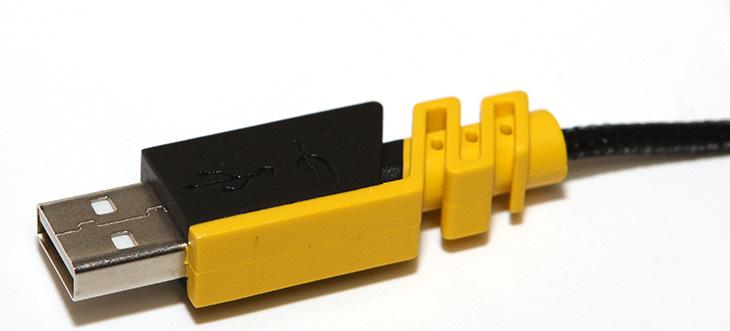 커세어 시미터 RGB, 버튼 많은 마우스, SCIMITAR RGB,IT,IT 제품리뷰,후기,사용기,컴퓨터에서 대표적인 입력장치로는 키보드와 마우스가 있습니다. 이 입력장치가 좋으면 컴퓨터 사용이 더 편해지는데요. 커세어 시미터 RGB는 버튼 많은 마우스로 좀 특이한 형태로 나온 제품 입니다. SCIMITAR RGB 처럼 버튼이 많은 마우스는 오른손 하나로 좀 더 다양한 작업을 하게 만듭니다. 프로그램을 실행하거나 매크로를 실행한다거나 하는 등의 작업이 가능 하죠. 케세어 시미터 RGB는 엄지손가락으로 조작이 가능한 버튼만 12개가 있습니다. 이 12개의 버튼에 각각 다른 요소들을 실행할 수 있습니다.