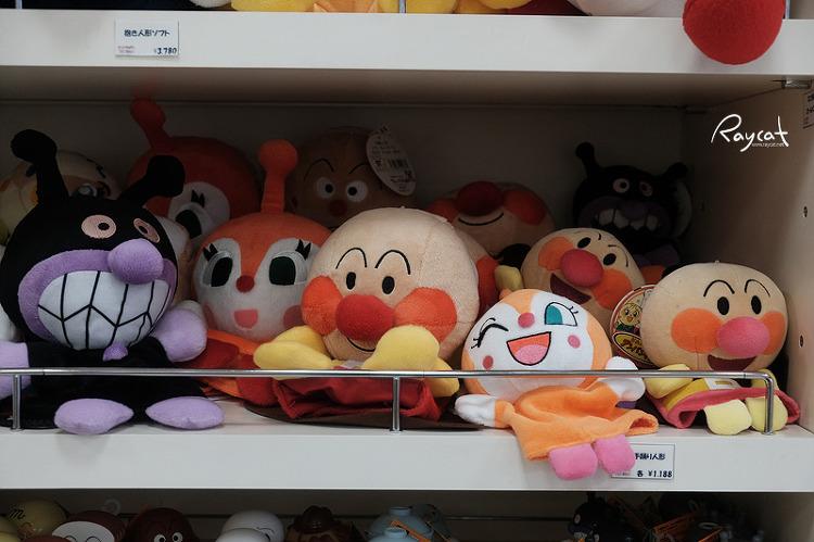 기념품 가게의 호빵맨 인형
