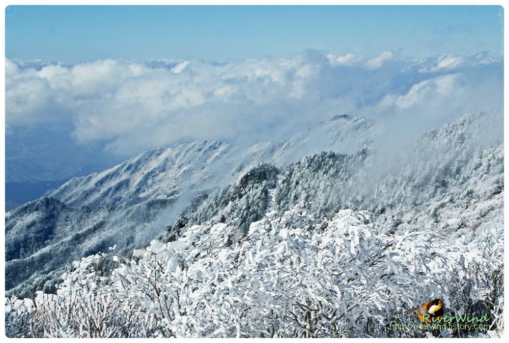 눈덮인 지리산의 아름다운 모습