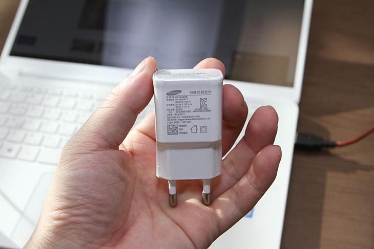 삼성, 시리즈9, 올웨이즈, 9V 보조배터리, 충전, 급할때 좋아,IT,IT 제품리뷰,배터리가 부족한 노트북을 보조배터리로 충전 할 수 있습니다. 정말 가능할까요. 삼성 시리즈9 올웨이즈 9V 보조배터리로 충전을 해 봤는데요. 급할때 사용하면 정말 좋은 방법 입니다. 그리고 실제로 어느정도로 충전이 가능한지 객관적으로 알아보려고 합니다. 삼성 시리즈9 올웨이즈 9V 보조배터리로 충전 전에 기본적으로는 5V 2A 보조배터리로 충전하라고 되어있긴 한데요. 실제로는 더 고성능 배터리로도 충전이 가능하긴 합니다.
