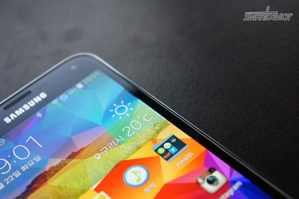 Galaxy S5, IP67, modern flash, 갤S5 배터리커버, 갤럭시 디자인 매력, 갤럭시S5, 갤럭시s5 디자인, 갤럭시S5 디자인 특징, 갤럭시S5 배터리커버, 갤럭시S5 백커버, 갤럭시S5 아이덴티티, 갤럭시S5 양가죽, 갤럭시S5 화면 크기, 갤스5, 갤스5 디자인, 갤스5 화면, 기본 배경, 다이아몬드 테마, 디스플레이 크기, 디자인테마, 모던플래시, 방수 베젤, 백커버 재질, 베젤, 브릴리언트 컷, 아이덴티티, 양가죽 느낌 소재, 양가죽 재질, 터치감도