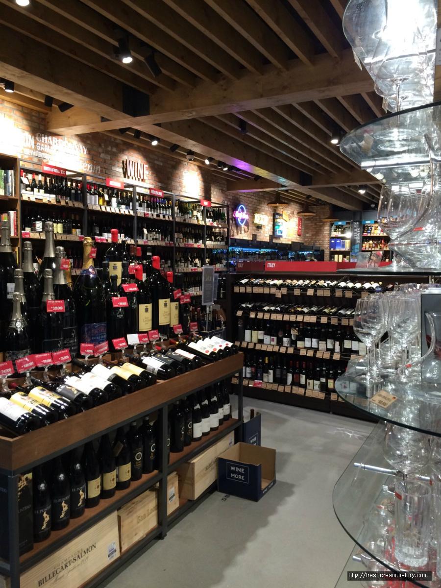 와인앤모어 판교점 안쪽의 내부전경 2