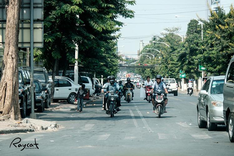 프놈펜 도로 풍경