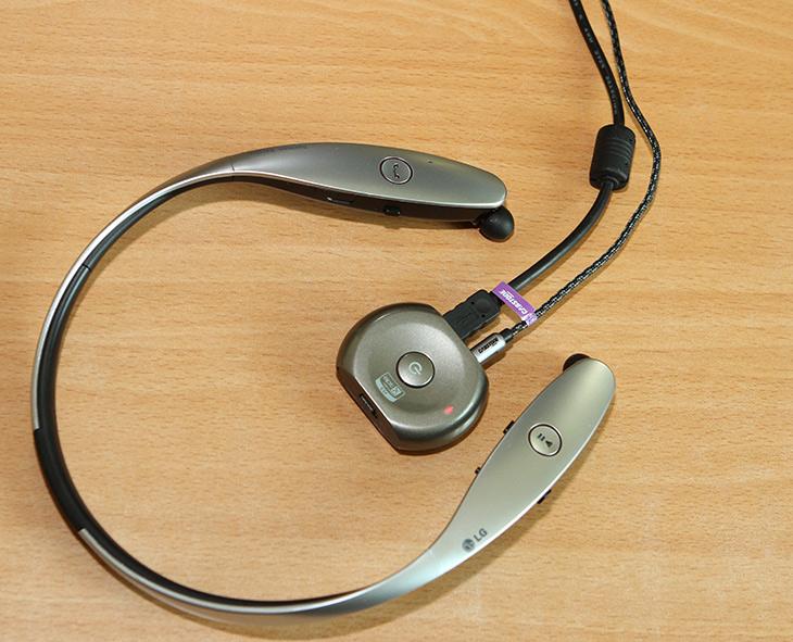 USB ,전원 ,노이즈 ,없애보기, 노이즈, 필터, 활용하기,IT,블루투스 이어폰으로 음악을 자주 듣습니다. 그런데 제가 사용하는 블루투스 송신기가 전원을 연결하면 노이즈가 생기더군요. USB 전원 노이즈 없애보기를 해보려고 합니다. 노이즈 필터 활용을 해서 간단하게 해결이 가능한데요. 물론 완벽한  해결 방법은 아니지만 조금 더 좋은 전원을 이용하는 방법을 소개합니다. USB 전원 노이즈는 보통은 배터리로는 해결이 됩니다. 근데 계속 사용할 때 배터리 타임은 문제가 되죠.