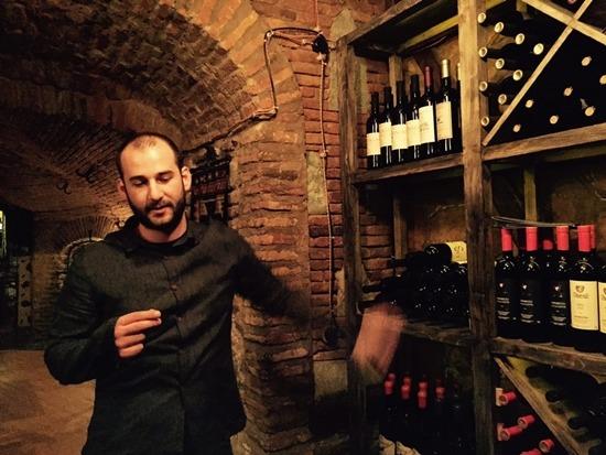 와인은 조지아의 자존심이다. 전통방식으로 만든 와인을 마실 수 있다.
