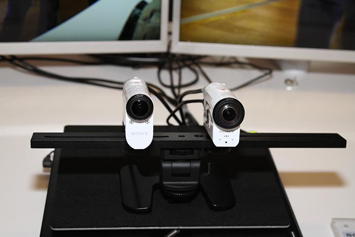 소니 ,액션캠, 광학식 ,손떨림, 보정, B.O.SS ,FDR-X3000R, HDR-AS300,IT,IT 제품리뷰,신체에 부착하는 카메라는 아직 발전이 좀 더딥니다. 근데 소니가 큰걸 해내네요. 소니 액션캠 최초로 광학식 손떨림 보정 B.O.SS를 추가한 FDR-X3000R HDR-AS300 을 내놓았습니다. 소니에서 처음에 핸디캠에서 B.O.SS를 적용하여서 렌즈와 센서부 전체가 움직이면서 보정하는것을 했었는데요. 소니 액션캠 광학식 손떨림 보정은 센서부를 움직이면서 기존 전자식 손떨림 보정에 비해서 화질은 물론 성능까지 크게 올렸습니다.
