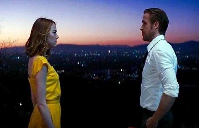 사진: 라라랜드 OST인 A Lovely Night가 흐르는 장면. LA의 야경을 배경 삼아 흥겨운 재즈댄스를 볼 수 있다. 라라랜드 줄거리에서 결말까지 LA는 두 남녀의 추억이 깃든 도시이다. [라라랜드 OST와 해석]