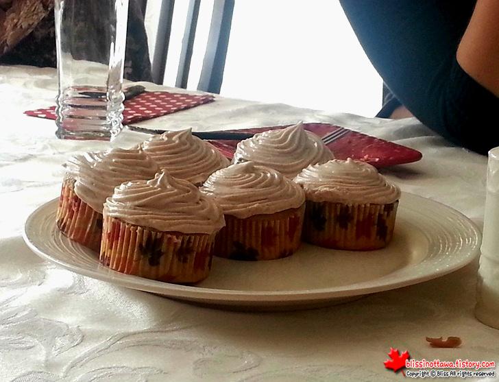 캐나다 추수감사절 디너 파티 호박 컵케이크