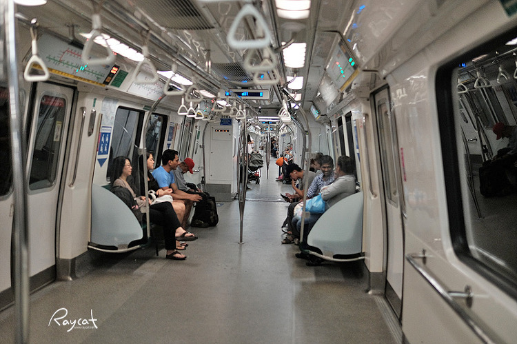 싱가포르 지하철 풍경