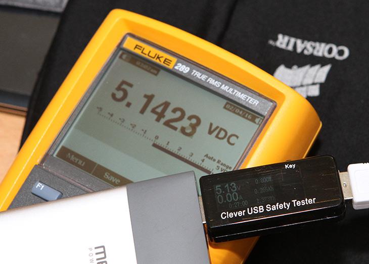 USB 테스터기, 정밀도 높은 제품, 클레버 USB 테스터기,IT,IT 제품리뷰,USB 테스터기 비교,좋은 제품들은 저도 하나씩 모으고 싶은데요. 이 제품도 그런 제품 입니다. USB 테스터기 정밀도 높은 제품 클레버 USB 테스터기를 소개 합니다. 실제로 제가 가지고 있는 거의 80만원짜리 테스터기와 비교를 해 보니 저밀도가 꽤 높다는 것을 알 수 있었습니다. USB 테스터기 중에서 신뢰도가 높은 클레버 USB 테스터기는 제가 이미 가지고 있던 제품보다는 정밀도가 좋은 편이었습니다. 게다가 30V 5.1A까지 측정이 가능 합니다.