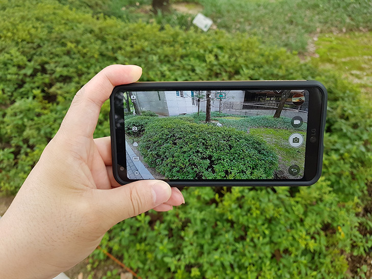LG G6 플러스, 카메라 ,와이드 화각 ,짐벌 ,조합, HiFi 오디오,IT,IT 제품리뷰,광각 카메라가 장착된 스마트폰이죠. 그래서 활용도가 높습니다. LG G6 플러스 카메라 와이드 화각 짐벌 조합에 대해서 알아볼겁니다.  HiFi 오디오 기능에 대해서도 간단히 소개하려고 합니다. LG G6 플러스 카메라는 기존에 모델도 그렇긴 했지만 시원스러운 와이드 화각의 카메라를 이용할 수 있습니다. 여행을 갔을 때 광각 카메라의 활용도가 무척 좋았는데요. 일반 스마트폰으로는 담지 못하는 넓은 화면을 담을 수 있어서 무척 편리하죠. Dslr 카메라에서는 광각 케마라를 장착하면 되듯 스마트폰에서는 이것을 쓰면 됩니다.