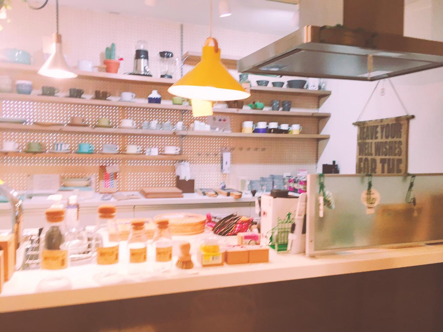 (Google 번역) 은둔지적인 세련된 식당. 맛도 볼륨도 충분 해요  (원본) 隠れ家的なおしゃれな食堂。味もボリュームも十分ですよ