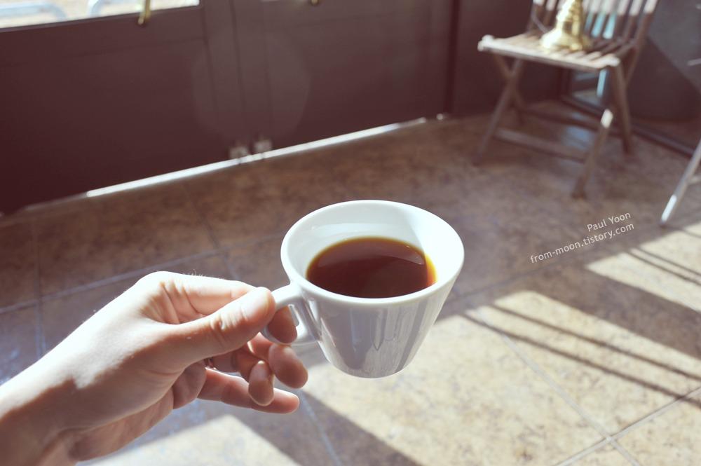 [청주 카페 맛집] 은은한 향의 커피, 청주 카페 스티즈 커피 로스터스 에서 마신 에디오피아와 플랫화이트 (cafe steeze coffee roasters in Cheongju / 청주 커피 공장 스티즈)
