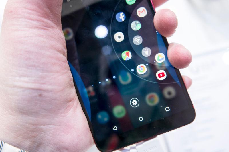 독특한 엣지스크린 품은 HTC U11+