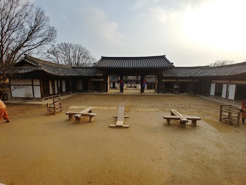 용인 한국민속촌 관아 형틀
