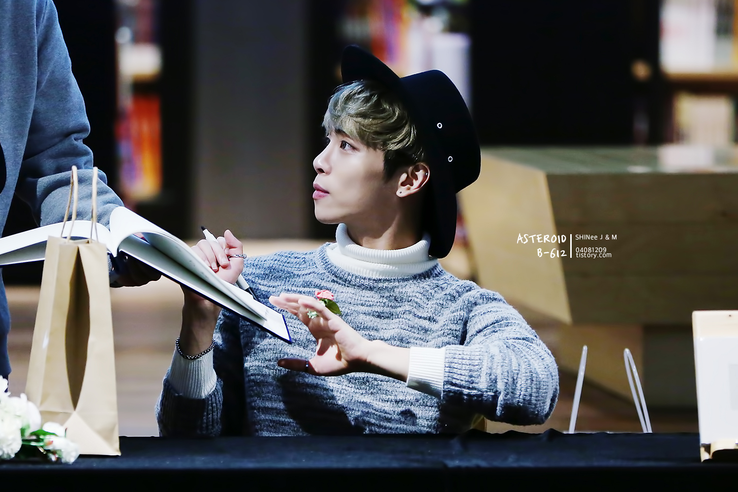 151121 Jonghyun @ 'Skeleton Flower' - Evento Fansign. 265A964A5650BAD9181141